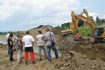 Ve Staré Vsi nad Ondřejnicí po dvou letech končí stavební práce, které mají obec víc ochránit před velkou vodou.