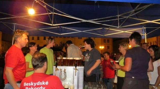 Lidé, kteří 17. srpna vyrazili na náměstí Svobody ve Frýdku-Místku, přivítala akce s názvem Beskydské rekordy.