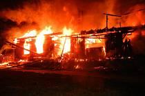 Požár chaty v Hrčavě.
