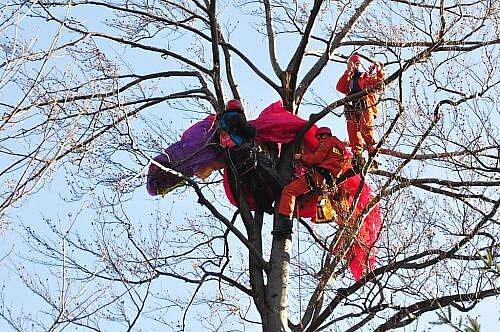 Lezecká skupina profesionálních hasičů z Ostravy vyrazila k cvičení do Beskyd, které mají ideální podmínky k provozování paraglidingu v České republice.