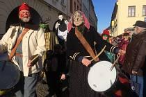Tradiční masopustní průvod okolo náměstí.