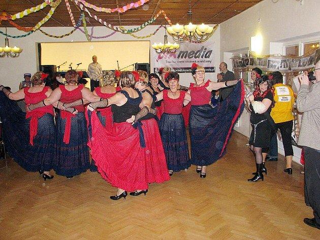 Ve frýdecko-místecké městské části Skalice proběhnul jubilejní 20. sokolský maškarní ples.