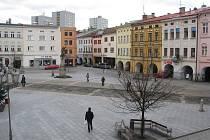 Na místeckém náměstí Svobody se nachází také dům čp. 1, který byl svého času nazýván U Císaře,  protože v něm v roce 1779 přenocoval císař Josef  II. Zajímavou historii měl rovněž dům čp. 29, kde  sídlila nejen místecká radnice.