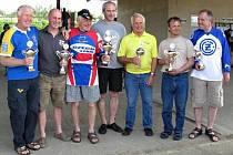 Vítězové: Zleva stojí: Jorgen Ahlström (SVE), Haywodrth Scott (ENG), Miroslav Hanáček (CZ), Karel Mitvaldský (CZ), Challionr Terry (ENG), Miroslav Kotrla (CZ), Miroslav Nejedlý (CZ).