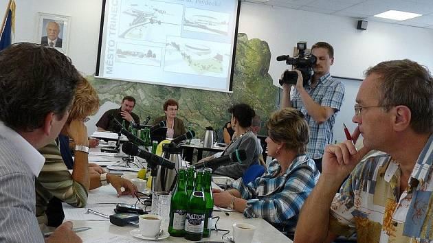 Zastupitelé Třince ve čtvrtek opět hlasovali o revitalizaci řeky Olše. Tentokrát už vybírali konkrétní firmu, která by měla zakázku získat.