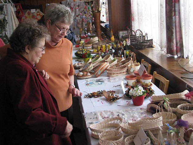 Seniorklub Palkovice připravil jednodenní výstavu zajímavých ručních prací. Konala se ve středu v restauraci Pod Habešem. K vidění byly ošatky, proutěné košíky, růžně zdobená vajíčka, karabáče, vánoční i velikonoční ozdoby.