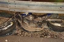 Tragická srážka motorky s nákladním autem.