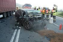Tragická srážka osobního automobilu s kamionem v Mostech u Jablunkova.