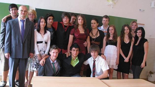 Žáci 9. C ze 6. ZŠ ve Frýdku-Místku šli ve čtvrtek naposledy do školy.