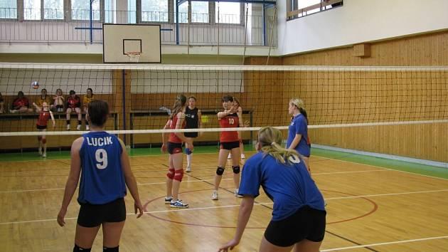 Mladé volejbalistky Frýdku-Místku i Žiliny předvedly srovnatelné výkony. Turnaj skončil nakonec remízou 15:15.