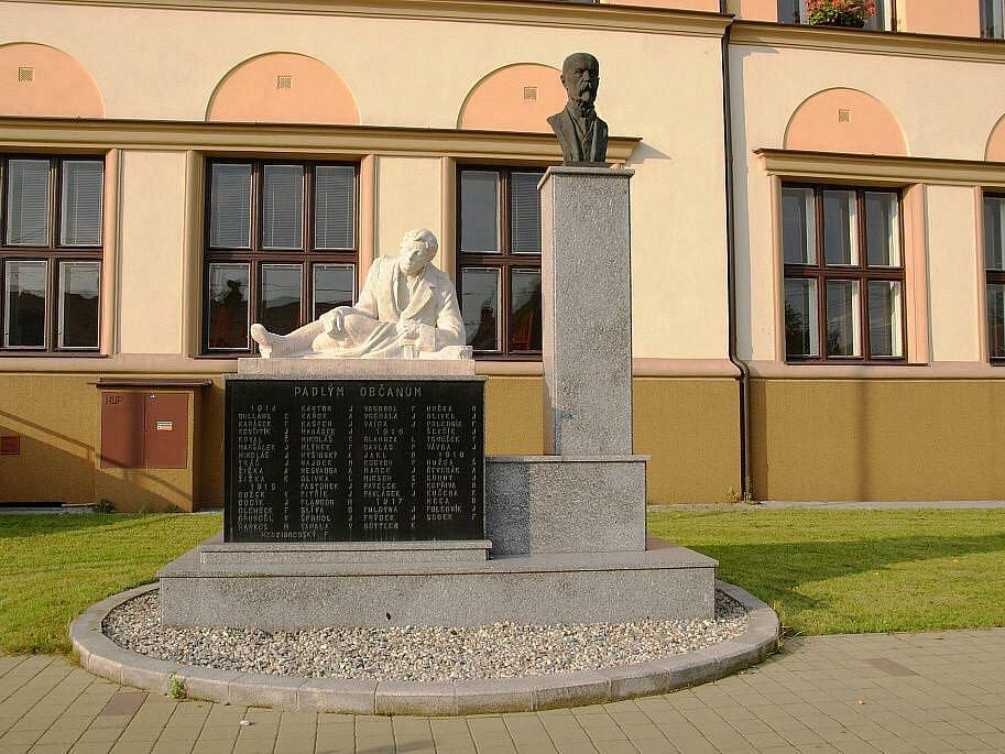 Pomník padlých a T.G. Masaryka.