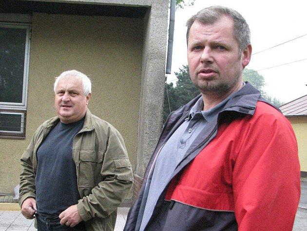 Bedřich Čmiel (vpravo) a Stanislav Jakus na archivním snímku. Jejich úterní setkání na radnici museli řešit policisté. Čmiel říká, že Jakus se choval způsobem, který není u voleného politika omluvitelný. Místostarosta to vidí jinak.