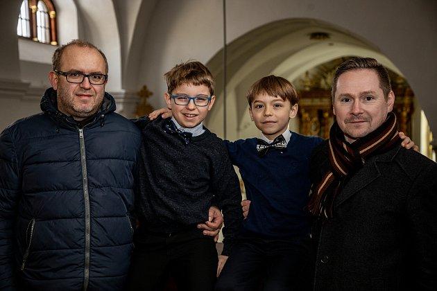 Sourozenci Štěpán Ponča a Dominik Ponča zahráli na varhany ve Farním kostele 15.ledna 2021ve Frýdku-Místku. Zleva otec chlapců Viktor Ponča, Štěpán Ponča, Dominik Ponča a učitel Jan Strakoš.
