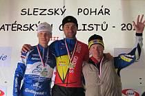 Medailisté kategorie mužů B (30-39 let) - zleva: stříbrný Roman Galatík (CK Frenštát p. R. 1), zlatý Tomáš Celta (Didi´s Friends Club), který se časem 42:46 min. stal absolutním vítězem Mlynářské časovky, a bronzový Radek Blahut Radek (CK Myčka).