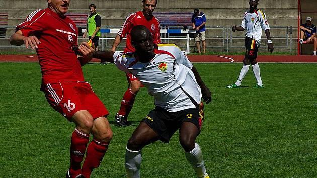 Jaroslav Chlebek (vlevo) se již v nové druholigové sezoně v třineckém dresu neobjeví. Svou profesionální dráhu se rozhodl ukončit.