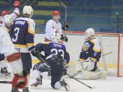 Hokejisté Frýdku-Místku splnili na ledě druholigového nováčka z Kopřivnice svou roli favorita a vyhráli šestibrankovým rozdílem.