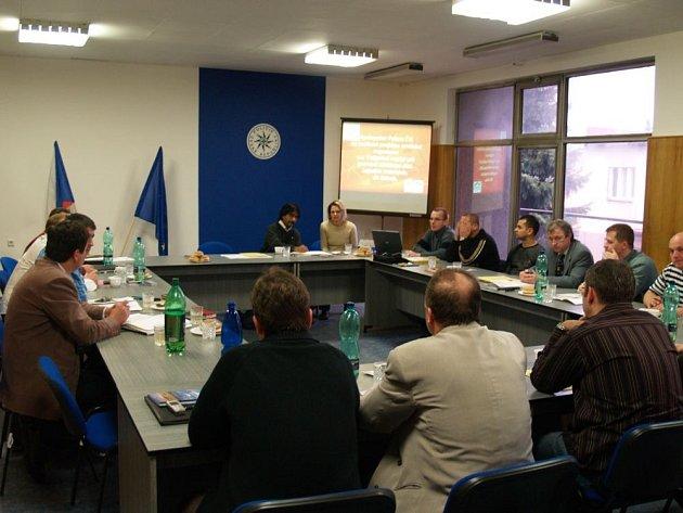 Schůzka se uskutečnila v budově okresního policejního ředitelství.
