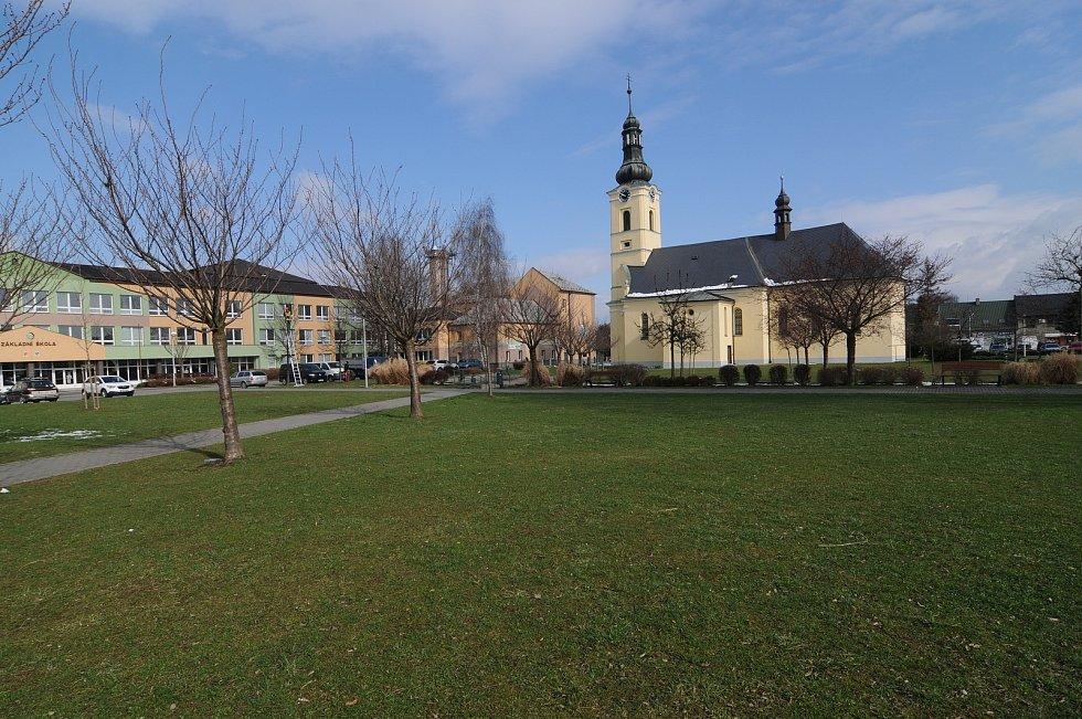 Kostel sv. Jiří je dominantou obce Dobrá.