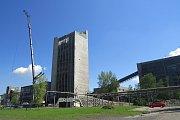 V Paskově jde pomalu k zemi těžební věž. S demolicí dělníci začali v loňském roce, scenérie objektu bude o prázdninách už jen minulostí.