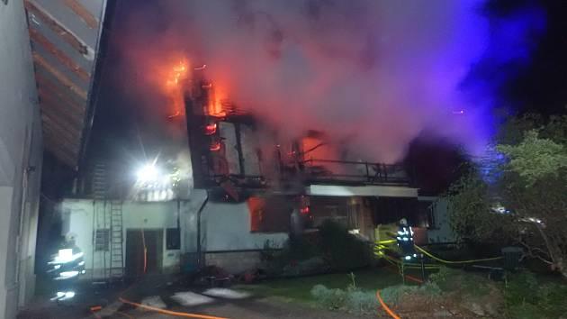 Požár rodinného domu ve Skalici na Frýdecko-Místecku.