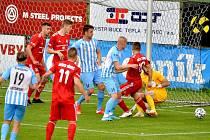Třinečtí fotbalisté (v červeném) remizovali doma s Prostějovem 0:0.