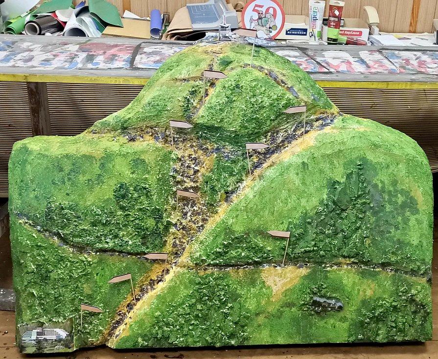 Dárek k padesátinám pro milovníka Lysé hory od kamarádů ze šachty.