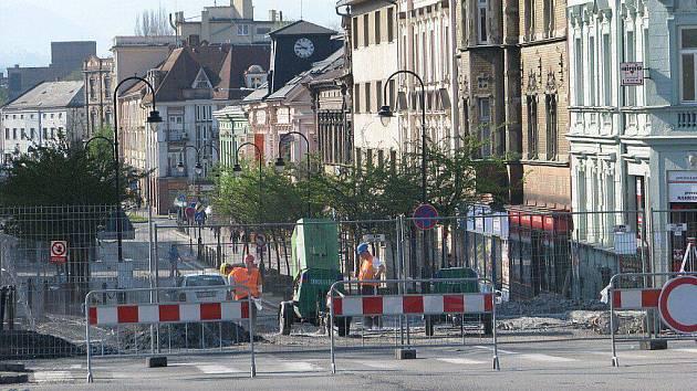 """Ilustrační foto. Rekonstrukce mostu na """"Rubikově křižovatce"""" ve Frýdku-Místku si vyžádala dopravní omezení."""