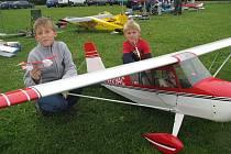 Pobeskydský aviatický klub Frýdek-Místek připravil v sobotu 13. ročník Pobeskydské drakiády. Akce na letišti v Místku-Bahně nabídla také ukázky rádiem řízených modelů letadel.