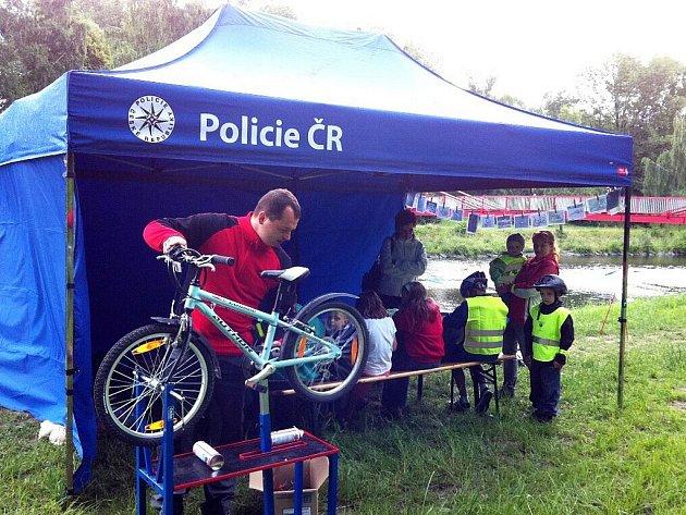 Snímek z preventivní akce zaměřené na cyklisty.