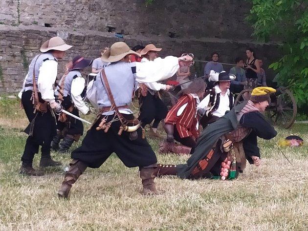 Třetí ročník Obléhání nedobytné pevnosti se uskutečnil ovíkendu na hradě Hukvaldy.