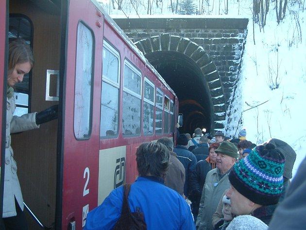 Vlaky teď tunelem v Mostech u Jablunkova nejezdí. Ilustrační foto