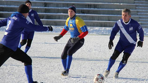 Frýdecké Stovky byly svědkem již pátého derby mezi Válcovnami a Slezanem. Tentokráte se na sklonku roku z vítězství radovali fotbalisté Válcoven, kteří svého městského rivala porazili 3:2.