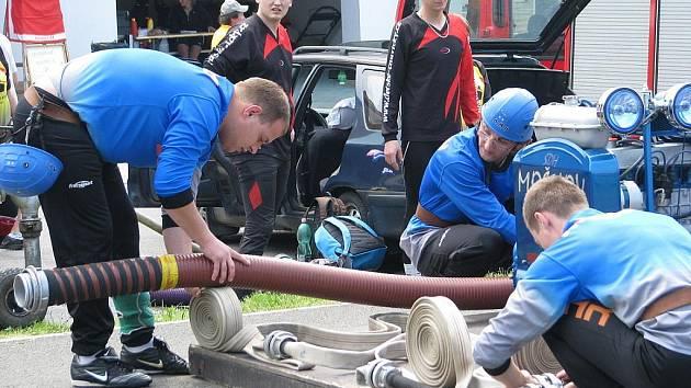 V Malenovicích zahájili v sobotu první kolo Moravskoslezské ligy v požárním útoku.