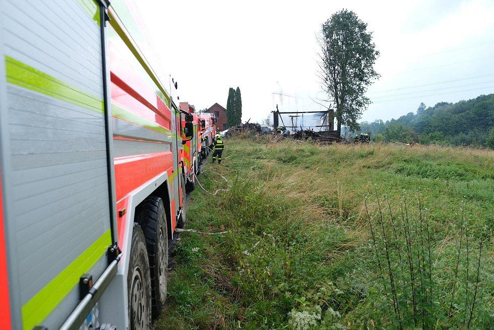 Blesk zasáhl stodolu v sobotu 13. července krátce po poledni.