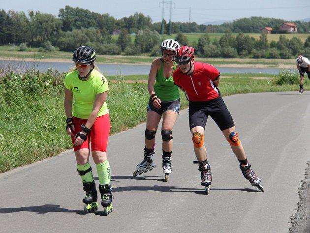 Extrémní závod v in-line bruslení kolem Olešné.