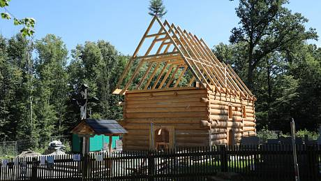 Stavba repliky kostela v Gutech  - V Třinci-Gutech na Frýdecko-Místecku začala 10. července 2020.