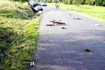 Místo tragedie. Sražená padesátiletá cyklistka zemřela po několika hodinách v nemocnici.