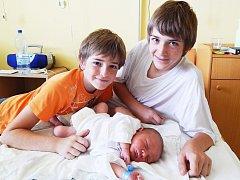 Šimon Ptáček s bratry Filipem a Petrem, Hlohovec, nar. 6. 8., 50 cm, 3,86 kg. Nemocnice Frýdek-Místek.