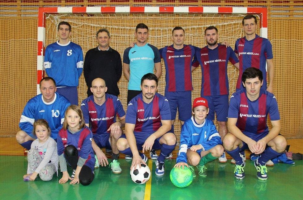 Smolařem finálového turnaje se stali fotbalisté Armostavu. Ti ještě před posledním zápasem byli v čele průběžného pořadí, nakonec skončili ale čtvrtí.