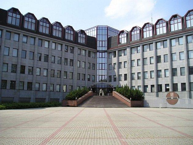 Před Okresním soudem ve Frýdku-Místku (na snímku) stanuli první  obvinění úředníci radnice.