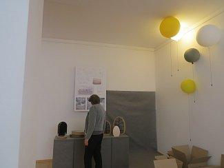 V galerijním prostoru v kulturním domě Trisia je umístěna výstava Vztahy Lenky Damové a Borise Klimka.