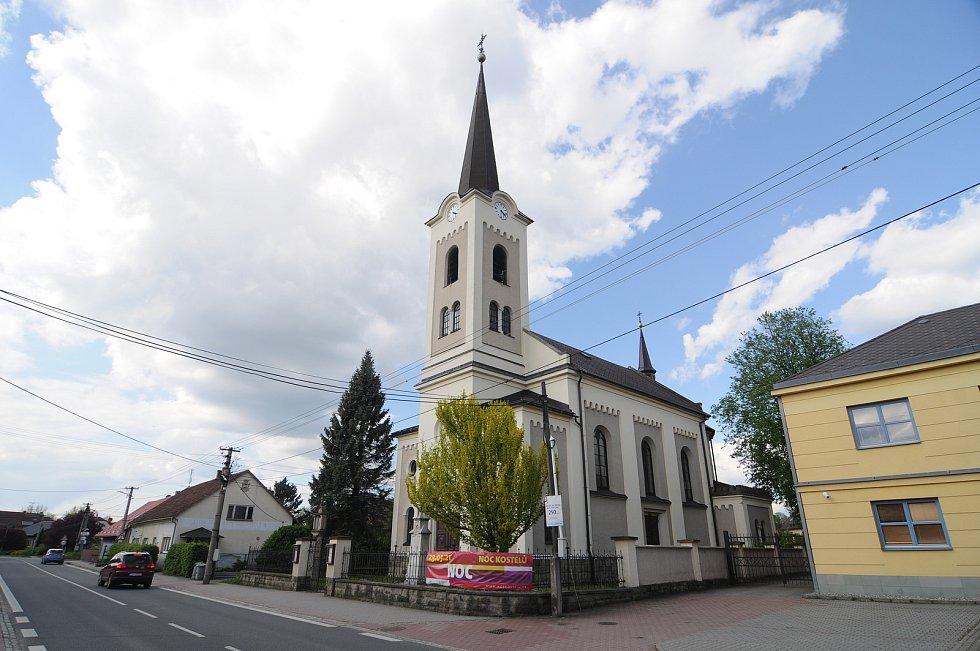 Centru obce dominuje kostel sv. Josefa.
