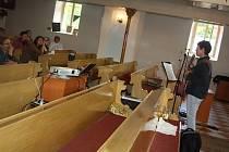 Sjezd alternativní mládeže v areálu evangelického kostela v Orlové.