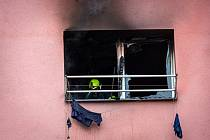 Tři lidé se nadýchali zplodin hoření při požáru bytu v třinecké části Lyžbice, zachráněno bylo 13 osob.