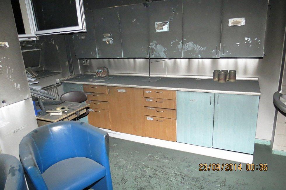 Snímek po požáru v nemocnici.