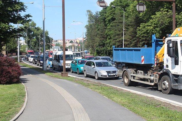 Silnice I/48 ve Frýdku-Místku, která tvoří průtah městem, je častým místem kolon.