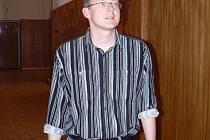 Libor Magdoň na chodbě školy.