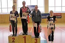VYHLÁŠENÍ kategorie nad 17 let: 1. místo Karolína Celbová (Flash TJ VP FM), 2. místo Petra Mihalkaninová (Aerobic klub Orlová) a 3. místo Alena Pagáčová (Staré Město při TJ VP FM).
