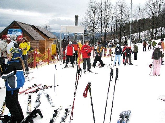 V Mostech u Jablunkova zahájili poslední listopadový víkend lyžařskou sezonu 2008/2009.