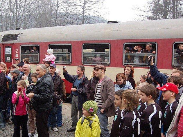 Slavnostního oficiálního zprovoznění se v sobotu 2. dubna dočkala nová budova zastávky v Čeladné na trati Ostrava hlavní nádraží – Valašské Meziříčí.
